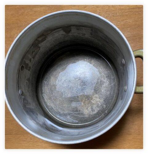 変色したアルミ製鍋